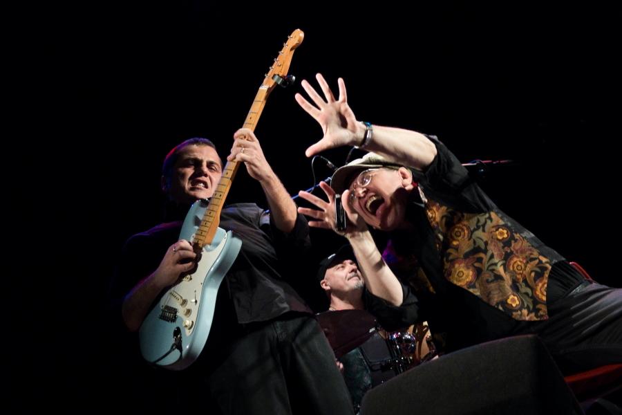 Fabrizio Poggi & Chicken Mambo live photo by Davide Miglio