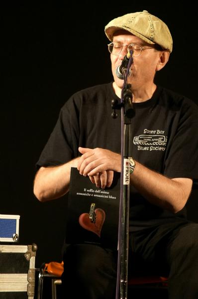 Fabrizio Poggi with his book Il soffio dell\'anima