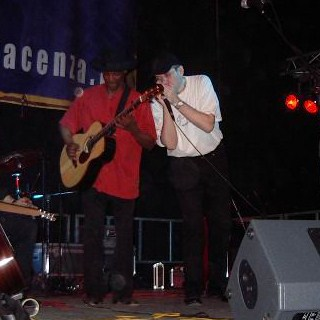 Eric Bibb and Fabrizio live photo by Ermanno Bongiorni