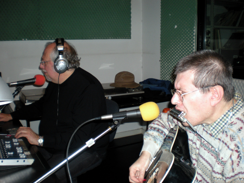 Ernesto De Pascale and Fabrizio Poggi live at Controradio