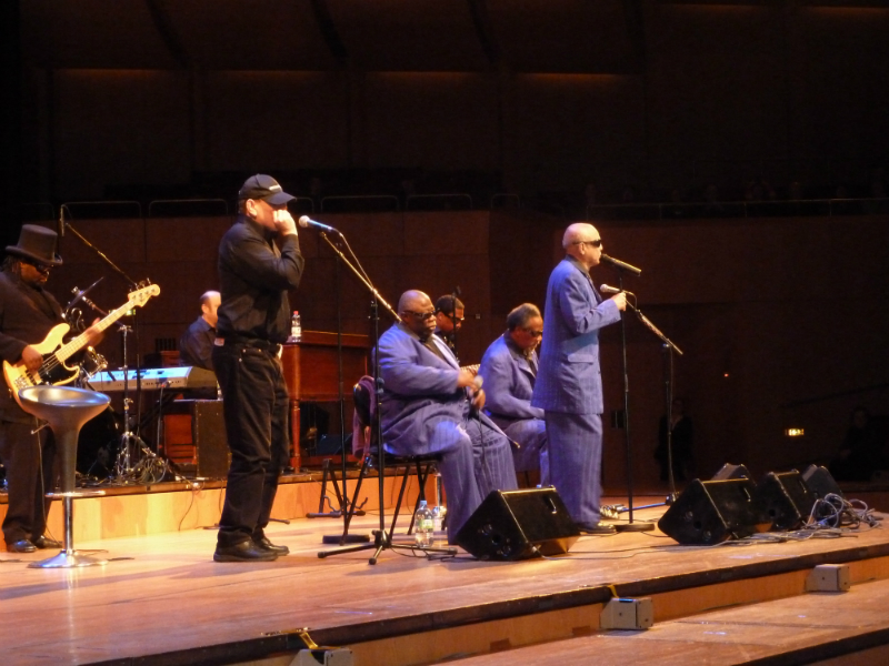 Fabrizio Poggi with The Blind Boys of Alabama live in Munich, Germany
