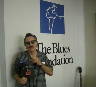 Rick Estrin (Little Charlie & The Nightcats) with Fabrizio Poggi\'s book