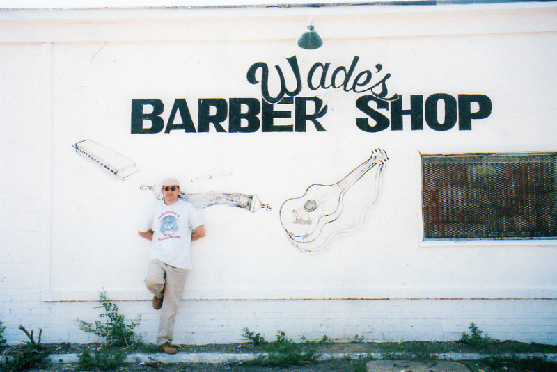 Fabrizio Poggi in front of Wade\'s Harmonica Barber Shop, Mississippi