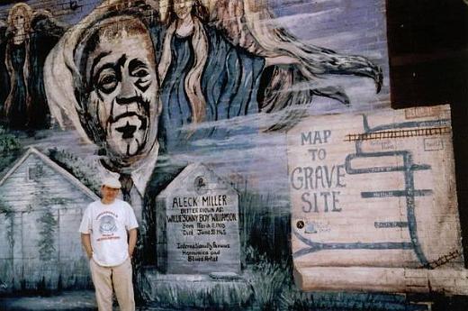 Sonny Boy Williamson II murales gravesite - Tutwiler, Mississippi