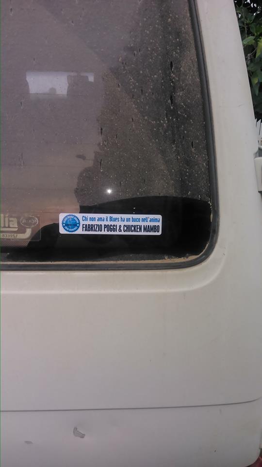 furgone con adesivo